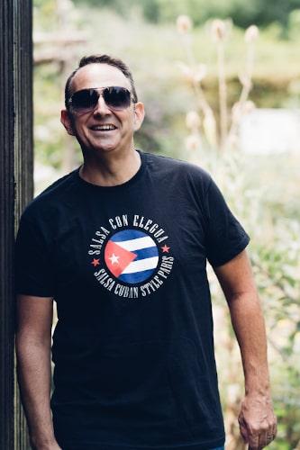Thierry professeur de salsa cubaine et fondateur de l'ecole Elegua